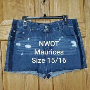 NWOT Maurices Distressed Shorts Size 15/16